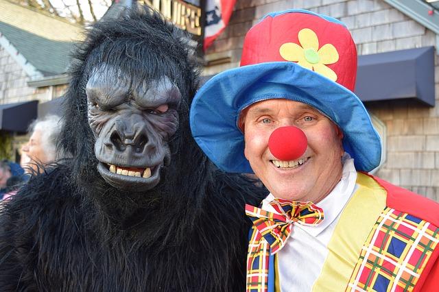 klaun s opicí