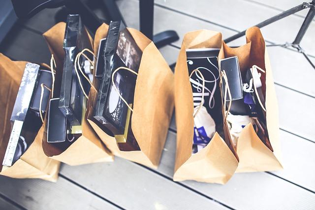 nákupní tašky s dárky