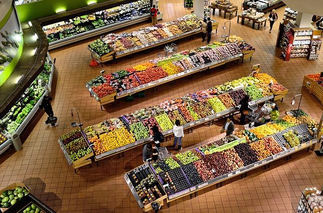 pohled do supermarketu zvrchu