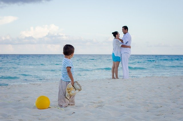 rodinka na pláži