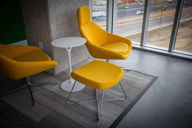 oranžové židle