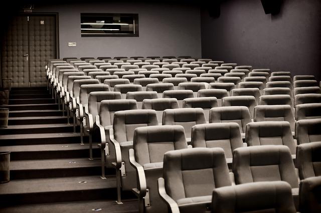 hlediště divadla
