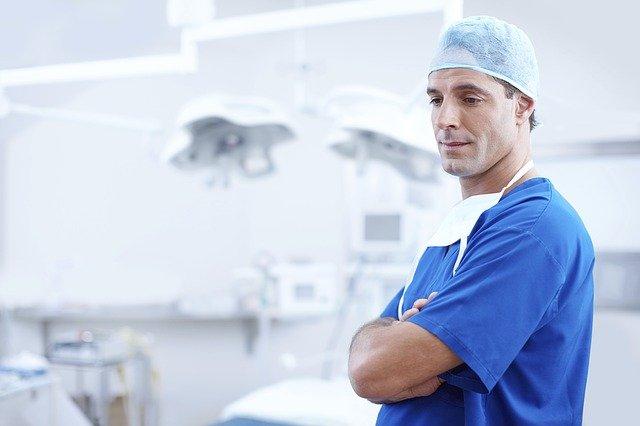 pohledný lékař