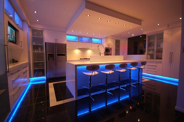 velká kuchyň s osvícením