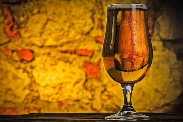 pivo v poháru