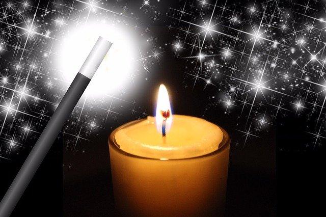 kouzelnická hůlka a svíčka