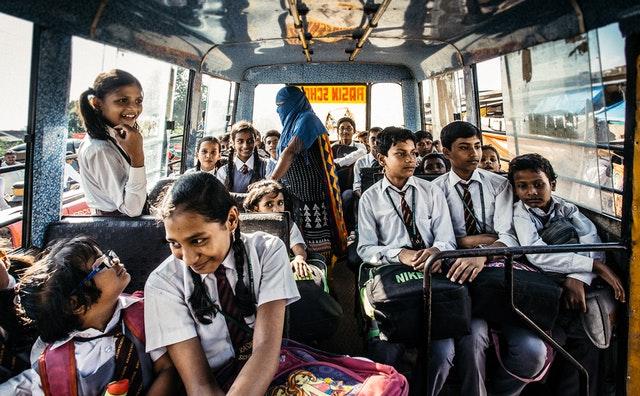 Školáci jedoucí na výlet