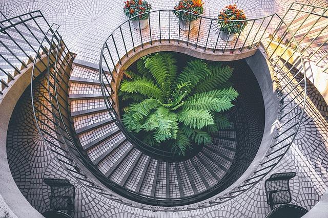 schodiště spirála se zábradlím