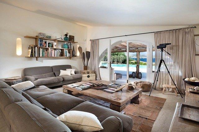 obývací pokoj propojený s pergolou